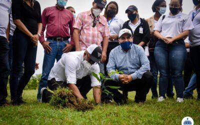 Comisión Presidencial de Apoyo al Desarrollo Provincial siembra 450 árboles en el Parque Nacional Humedales del Ozama