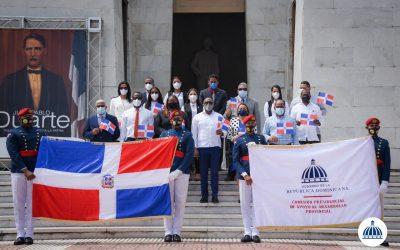 La Comisión Presidencial de Desarrollo Provincial rinde honor a los próceres en mes de la patria